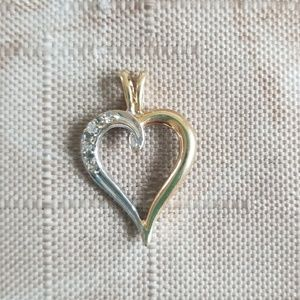 Jewelry - Heart pendant with diamond chips